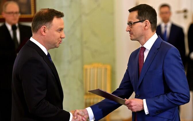Poola president Andrzej Duda (v) ja uus peaminister Mateusz Morawiecki (p).