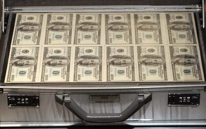 100-dollarised rahatähed, arhiivifoto.