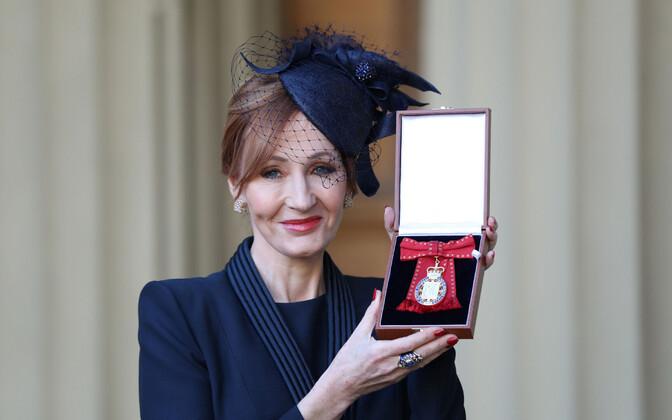 Принц Уильям наградил Джоан Роулинг Орденом Кавалеров чести