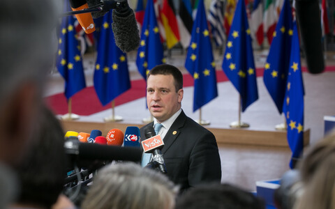 Prime Minister Jüri Ratas (Center) addressing the press at the end of the second day of the Euorpean Council in Brussels. Dec. 15, 2017.