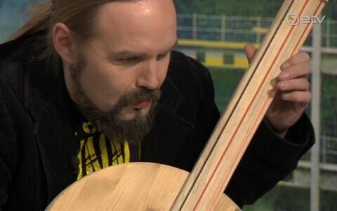Markus Teeäär armuturgurit mängimas