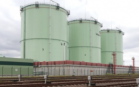 Vopak E.O.S. занимается хранением и перевалкой нефтепродуктов.