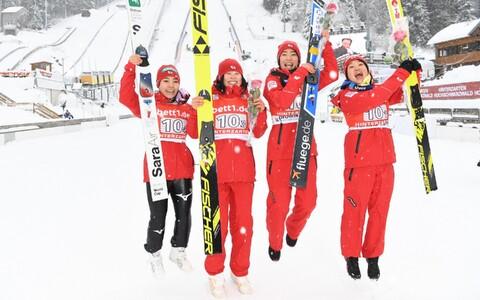 Sara Takanashi, Yuka Seto, Karoi Iwabuchi ja Ito Yuki