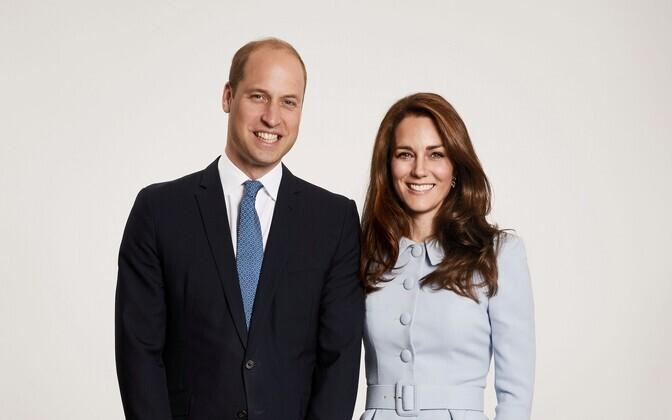 Prints William, Cambridge'i hertsoginna Catherine, prints George ja printsess Charlotte jõulufotol