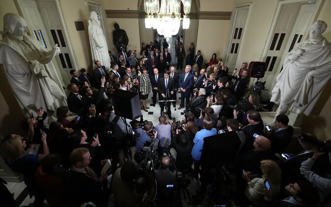 Esindajatekoja spiiker Paul Ryan teatamas maksureformi heaks kiitmisest.