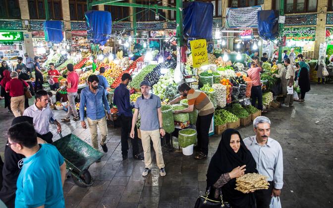 Teherani elanikud Tajrishi turul linna põhjaosas.