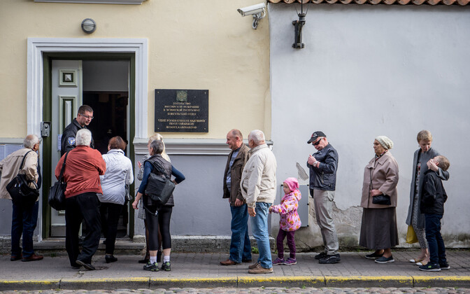 Russian citizens lined up outside of the Russian Embassy in Tallinn to vote in the Russian State Duma elections. Sept. 18, 2016.