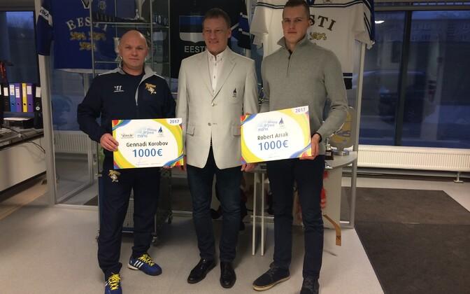 Arraku treener Gennadi Korobov, EOK spordidirektor Martti Raju ja Robert Arrak