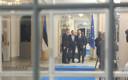 Peaminister Jüri Ratas, Euroopa Parlamendi president Antonio Tajani ja Euroopa Ülemkogu eesistuja Donald Tusk rõõmustavad Kadrioru kunstimuuseumis taaskohtumise üle.