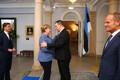 Angela Merkel ei soovinud mingil põhjusel esialgu Ratase ja Tuskiga ühisfotole minna, kuid lõpuks ta siiski soostus.