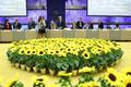 Digitippkohtumine pole ainus üritus, kus tuuakse lilled tuppa. Ka põllumajandus- ja mitmed ministrid peale neid peavad kohtumisi päevalillede paistel.