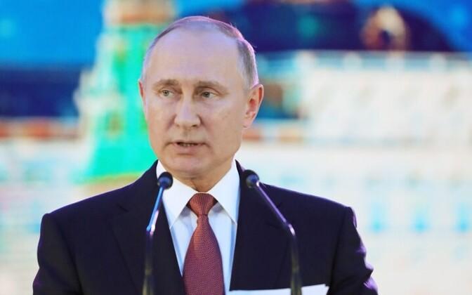 О решении выдвинуться кандидатом на выборы Путин объявил 6 декабря.
