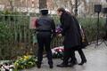 President asetamas pärga kohale, kus terroristid tapsid politseiniku.