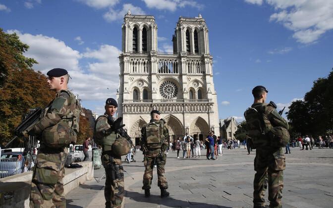 Prantsuse sõdurid Pariisis Jumalaema kiriku juures 2017. aasta augustis.