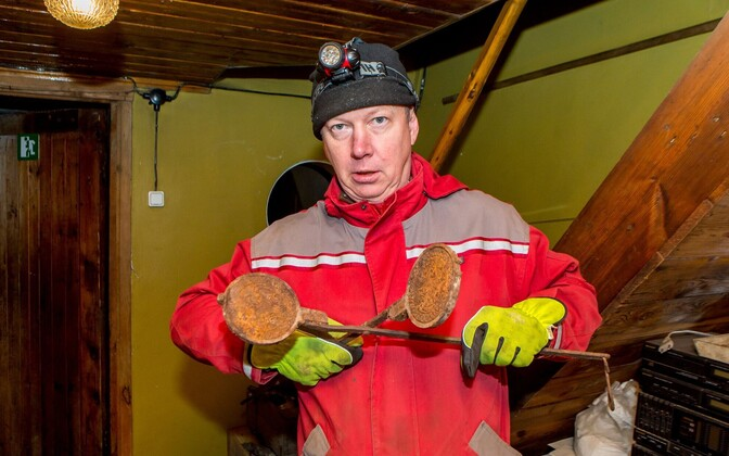 Viidu külas elav Ain Vammus avastas enda sepikoja kraami hulgast 19. sajandist pärit vahvlirauad