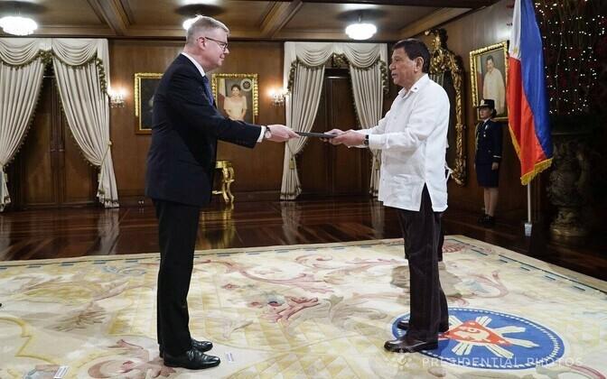 Eesti suursaadik Filipiini Vabariigis Jaak Lensment ja president Rodrigo Duterte.