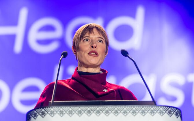 President Kersti Kaljulaid Vabaduse väljakul kõnet pidamas
