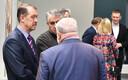 Владелец строительной фирмы Vant AS Юрий Барков (слева), владелец фирмы Nakro Александр Брокк и депутат горсобрания Нарвы Владимир Мижуй (стоит спиной к зрителям).