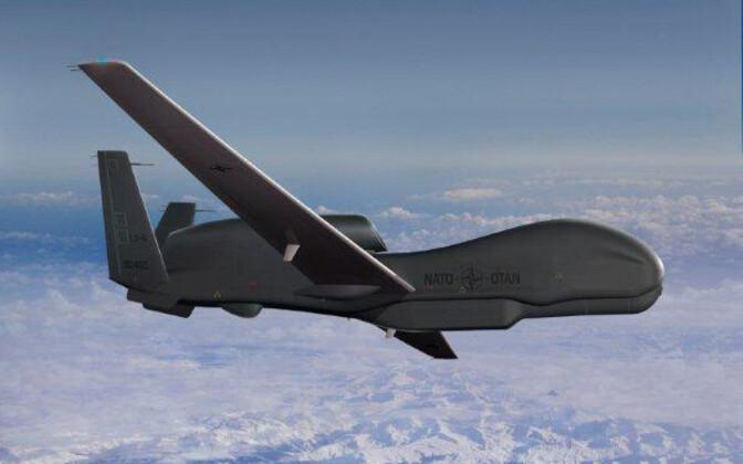 Global Hawki mehitamata lennuk.
