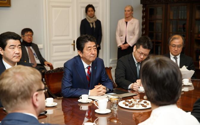 Abe, Latvian PM discuss North Korea