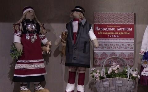 Irina Krasnova nukud Tartu mänguasjamuuseumis.
