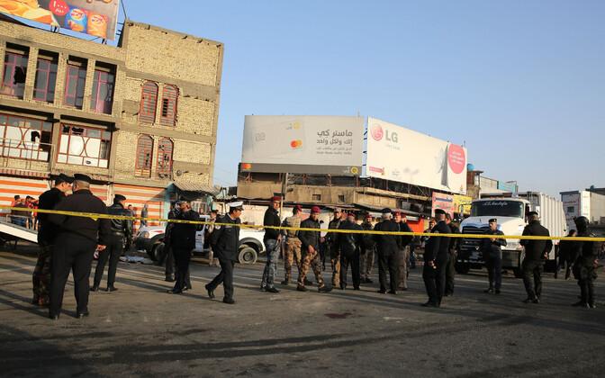 Iraagi võimuesindajad terrorirünnaku sündmuskohal Bagdadis 15. jaanuaril.