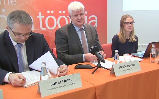 Janar Holm, Meelis Paavel ja Pille Liimal töötukassa pressikonverentsil.