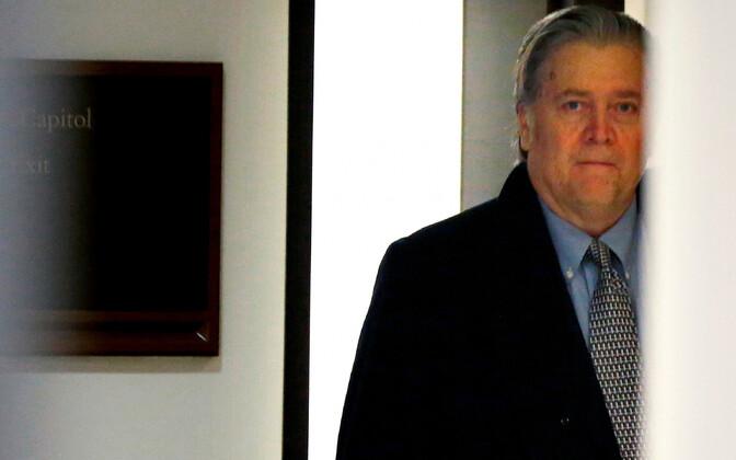 Eksnõunik Steve Bannon saabumas 16. jaanuaril esindajatekoja luurekomiteesse.
