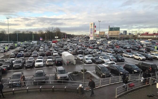 Sõiduautod Ülemiste keskuse parklas