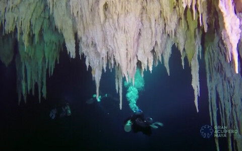 Подводная пещера в Мексике.