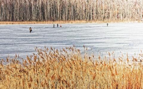 Рыбакам разрешили выходить на лед.