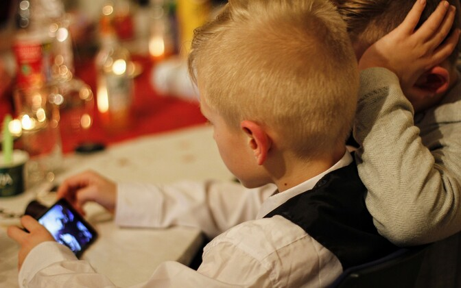 Приложения для смартфонов могут быть опасными для детей.