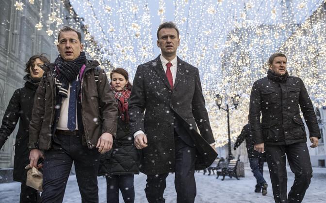 Opositsioonipoliitik Aleksei Navalnõi 25. detsembril teel keskvalimiskomisjoni.