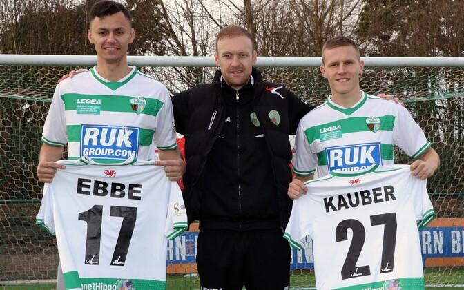 Kevin Kauber (paremal) sõlmis lepingu Walesi klubiga The New Saints