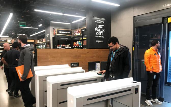 Enne poodi sisenemist peavad kliendid skannima telefonirakenduse ja peale lahkumist võetakse ostusumma automaatselt nende krediitkaardilt.