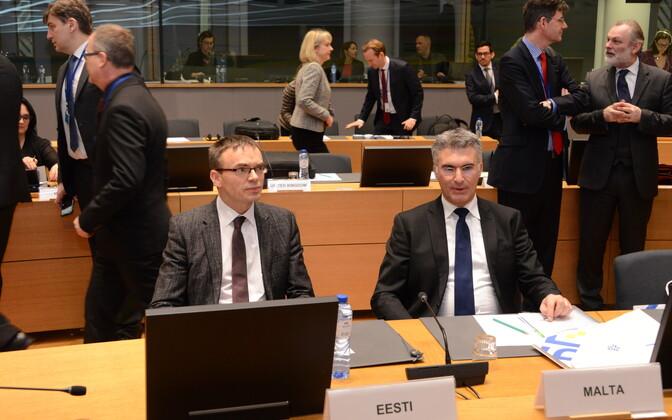 Välisminister Sven Mikser ja Malta välisminister Carmelo Abela.