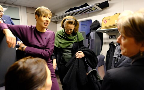 President Kersti Kaljulaid on the train to Narva.