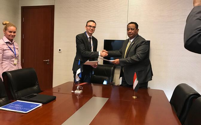 Министры иностранных дел Эстонии и Судана Свен Миксер и Ибрагим Гандур.