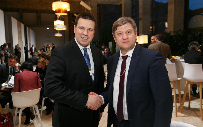 Prime Minister Jüri Ratas (Center) with Ukrainian Minister of Finance Oleksandr Danyliuk (right).