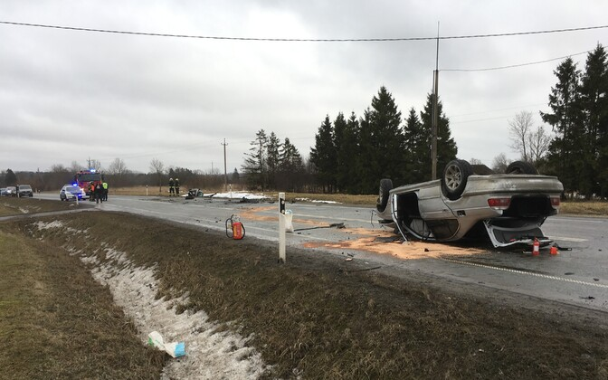 Scene of a traffic accident on Tallinn-Narva Highway in Purtse. Jan. 28, 2018.
