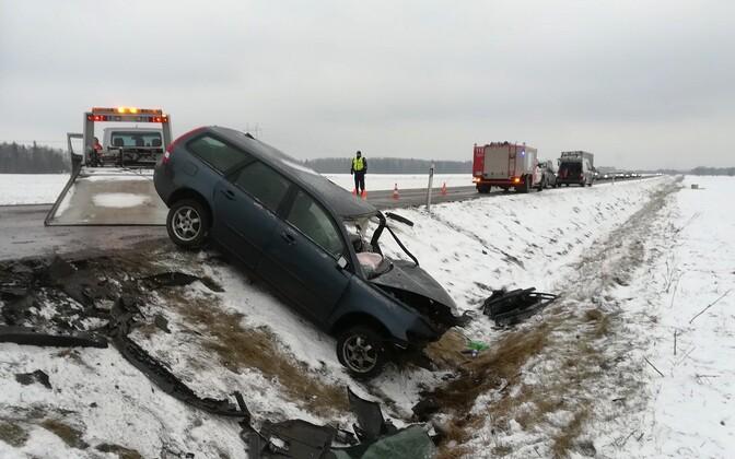 Машина съехала в кювет.