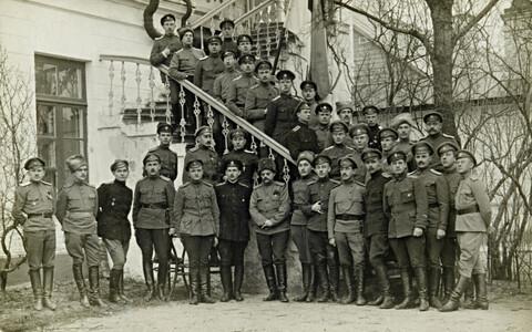 1. Eesti jalaväepolgu ohvitserid Haapsalus (1918)