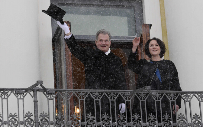 Soome president Sauli Niinistö ja tema abikaasa Jenni Aukio 1. veebruaril presidendipalee rõdul.