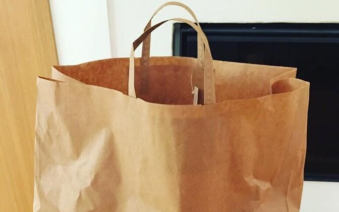 Balti Jaama e-turult kaupa tellides saabub see suures pruunis paberkotis.