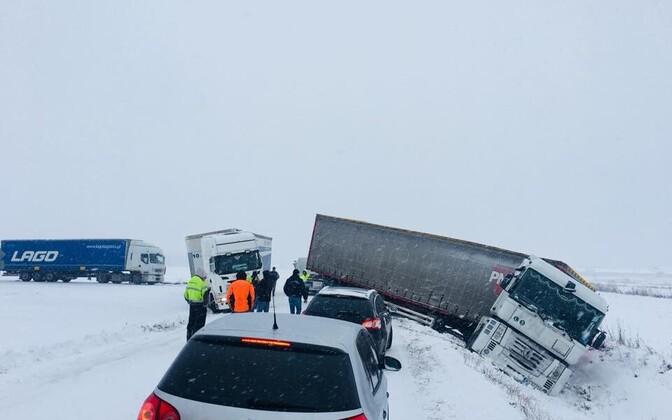 Libe tee tõi kaasa palju liiklusõnnetusi.