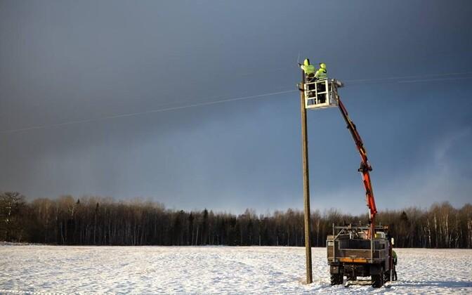 Elektrilevi repairing a power line near Kuressaare in Saaremaa.
