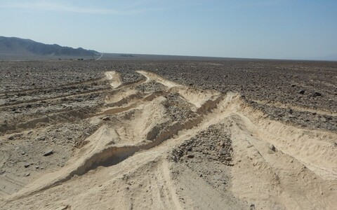 Peruu kultuuriministeeriumi avaldatud foto veoki rattajälgedest Nazca muistses paigasl.