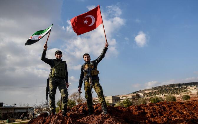 Türgi poolt toetatud Süüria võitlejad 1. veebruaril Azazi linnas.