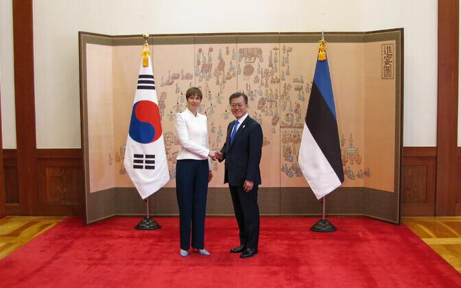 Eesti president Kersti Kaljulaid ja tema Lõuna-Korea kolleeg Moon Jae-in 6. veebruaril Soulis.