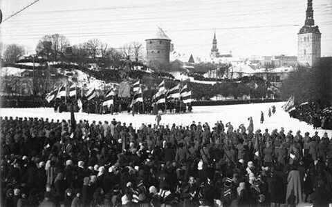 Eesti Vabariigi 1. aastapäeva paraad vendade Parikaste pildil aastast 1919.